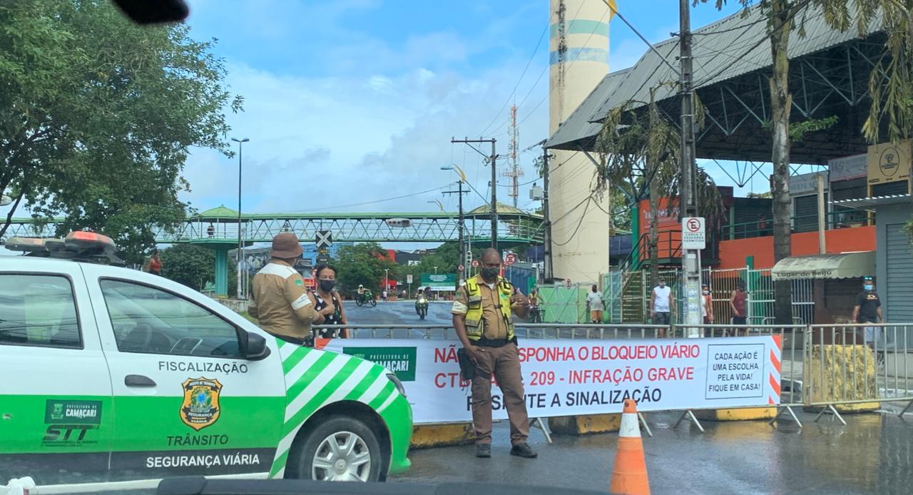 Vias bloqueadas e engarrafamentos marcam primeiro dia da retomada da economia em Camaçari 2